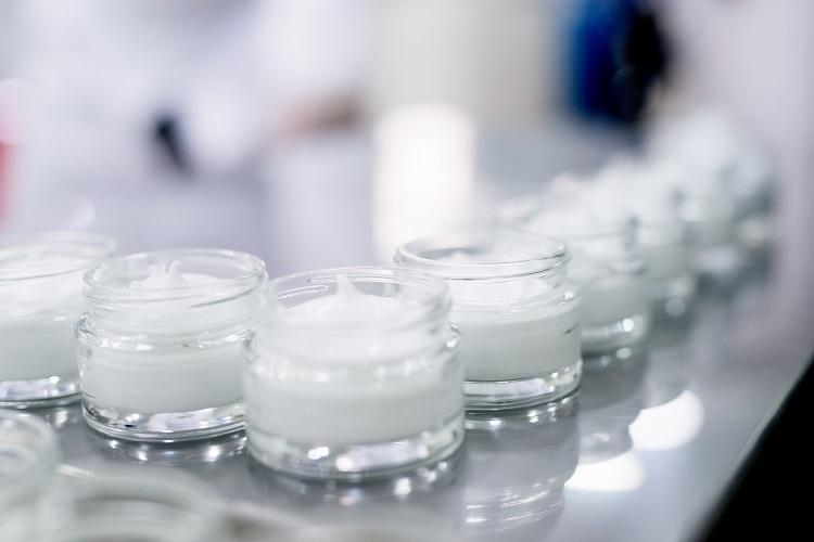 化粧品のアイテム別製造ロット数