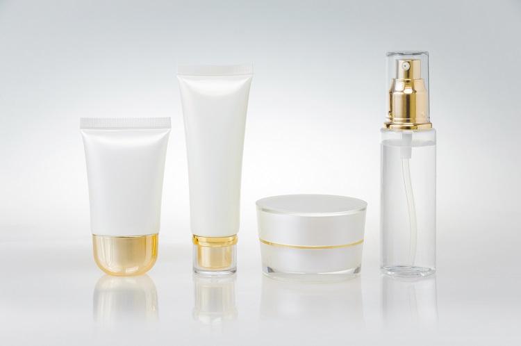 化粧品容器の金冠装飾例
