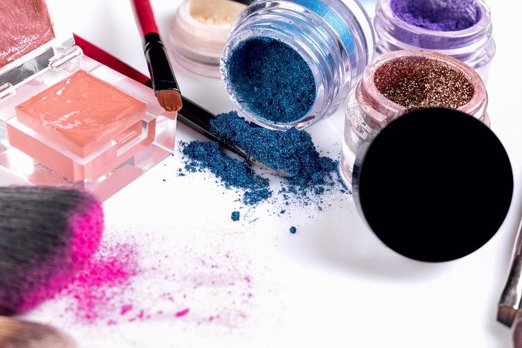 メイクアップ用品によく使われる有色顔料