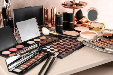 化粧品に使われる着色剤について