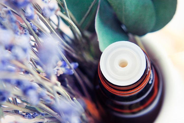 主な精油の香り、成分などを紹介