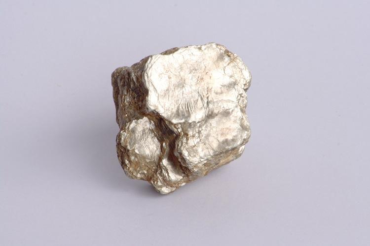 雲母から採れるパール顔料(マイカ)