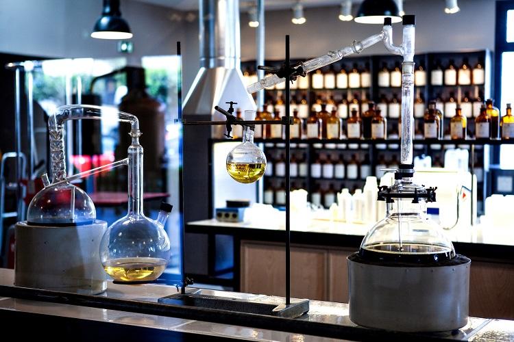 合成香料の特徴について