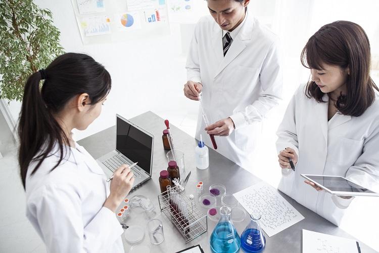 小規模事業者でもOEMを使えば化粧品ビジネスの新規参入は可能